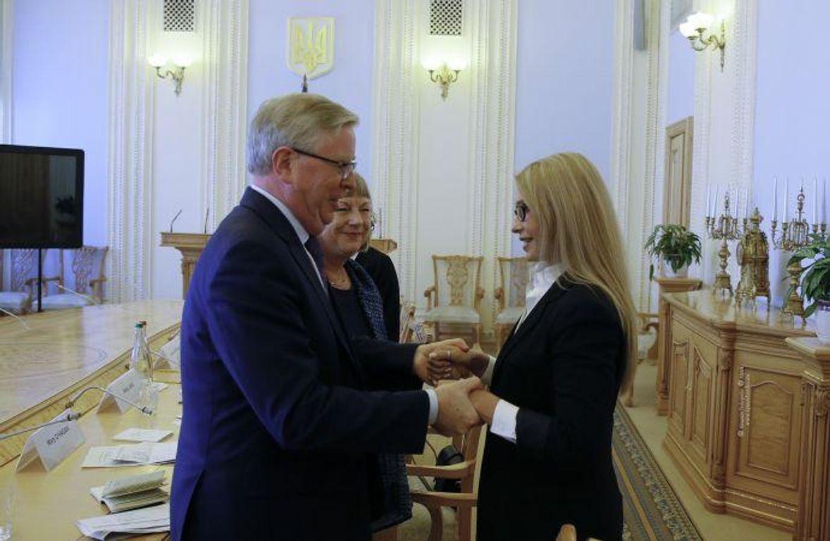Семья Тимошенко зарабатывает миллионы наломбардах через офшоры— корреспонденты «вскрыли» шокирующие детали