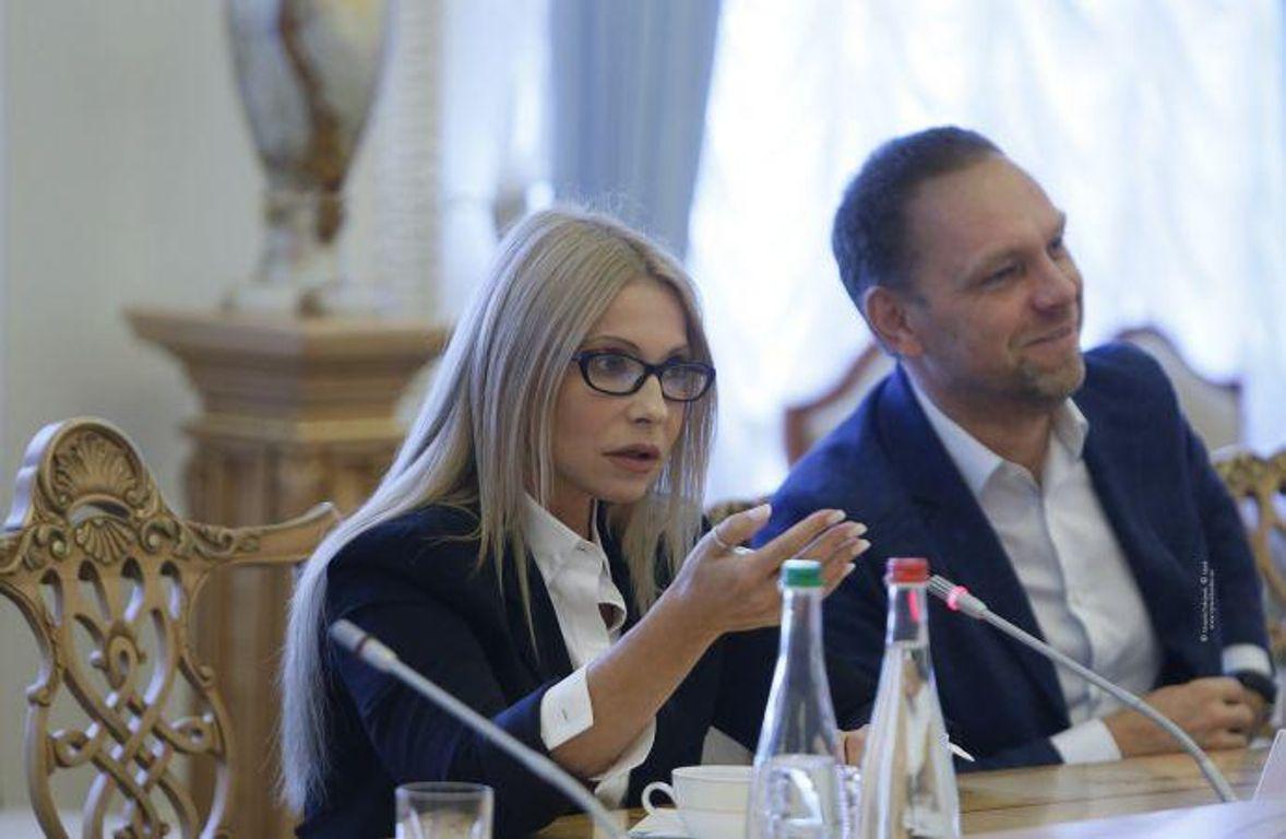 Семья Тимошенко зарабатывает насети ломбардов через офшоры