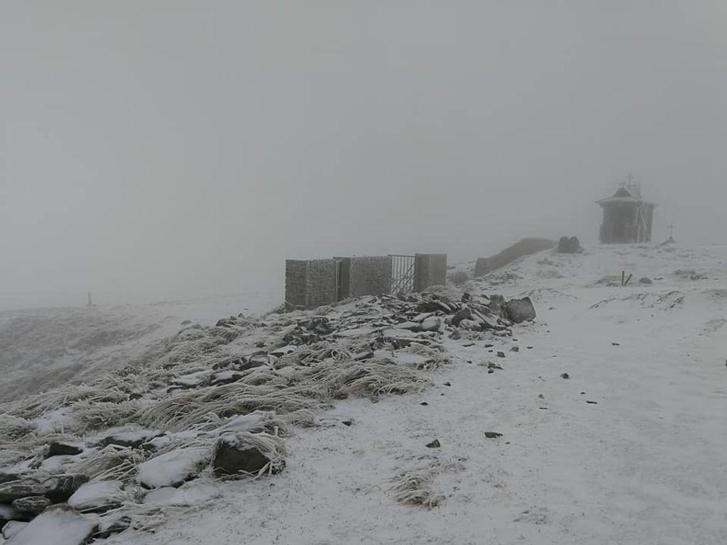 У Карпати прийшла справжня зима: чарівні фото, відео