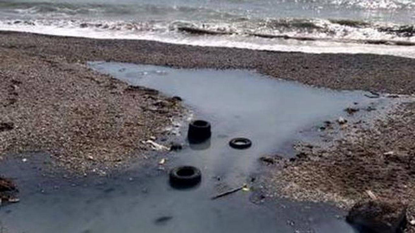 Туристичний сезон у Криму може і не розпочатись: фото екологічної катастрофи у Коктебелі