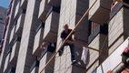 """Мужчина угрожает прыгнуть из гостиницы """"Крещатик"""": вероятно, он россиянин"""