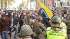 Деталі масової бійки під час протестів під Верховною Радою
