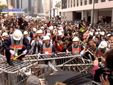 У Гонконгу розбирають барикади