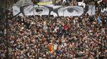 Как Франция и мир чтит память жертв недавних терактов в фотографиях
