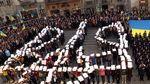 Во Львове тысячи школьников, студентов и жителей города исполнили полную версию гимна Украины