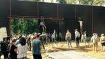 Местные жители частично разобрали 5-метровый забор вокруг угодий экс-коммуниста