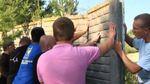 Львівські активісти із сокирами валили паркани навколо озера