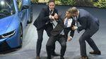 Гендиректор BMW потерял сознание прямо на сцене посреди презентации