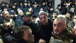 Сутички у Кривому Розі: нардепи з активістами штурмують міськраду