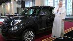 Скромний автомобіль Папи Римського продали за неймовірно високою ціною