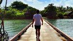 Как сын Кернеса роскошествует в путешествиях по миру