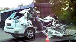 Lexus влетів у вантажівку: від елітного авто нічого не залишилось