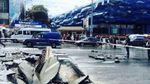 В Києві біля  Ocean Plaza утворилось велике провалля: вулицю заливає водою