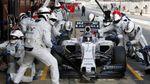 Неймовірна швидкість: механіки замінили колеса на боліді Формули-1 за рекордний час