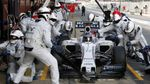Невероятная скорость: механики заменили колеса на болиде Формулы-1 в рекордные сроки