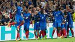 Международный скандал на Евро-2016: португальские журналисты со сборной Франции сделали петухов