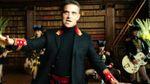 Робби Уильямс снял клип о богатых россиянах