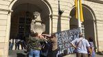 Государственные лидеры много наобещали мобилизованным украинцам, а пикеты то под Ратушей, – Сад