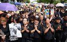 У Таїланді нападають на людей, які не засмучені смертю короля