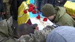 """Погибших """"айдаровцев"""" в последний путь провели на коленях: трогательные фото"""