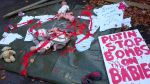 """Іграшками в """"крові"""" закидали посольство Росії в Ірландії"""