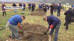 Хто швидше викопає могилу: в Словаччині влаштували змагання серед гробарів