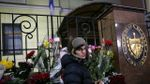 "Фотофакт: до посольства Куби у Москві навіщось принесли прапор фейкової ""ДНР"""