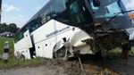Туристи з Росії потрапили в ДТП в Таїланді, є постраждалі: з'явилися фото аварії