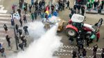 Фермери влаштували видовищний протест: штаб-квартиру ЄС засипали сухим молоком
