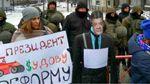 """Под носом у Порошенко поставили его забавный """"памятник"""""""