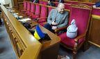 Депутат приніс у Верховну Раду Почекуна: фотофакт