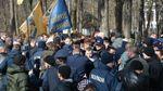 На могиле Шевченко устроили массовую драку националисты со сторонниками партии Медведчука