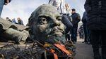 """В Росії хочуть, щоб в Україні залишили пам'ятник Леніну як """"основоположнику українізації"""""""