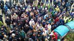 Толкотня под горсоветом в Тернополе: в депутатов бросали яйцами и брызгали спреем