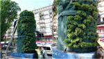 Зелений і пахучий. Як зараз виглядає постамент пам'ятника Леніну у Києві: фото