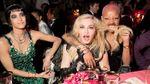 Как звезды развлекались на Met Gala 2017: появились фото