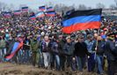 У стилі СРСР: на Донбасі бойовики примусово зганяють людей відзначати 9 травня