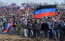 В стиле СССР: на Донбассе боевики принудительно сгоняют людей отмечать 9 мая