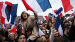 Вибух нестримної радості: як Париж святкує обрання Макрона президентом