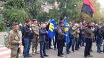 Активісти пікетують будівлю МВС, вимагаючи відставки Авакова