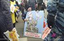 В России толпа затравила женщину за протест против войны в Украине