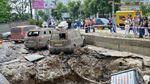 Рятувальники повідомили причину потужного прориву труби у Києві