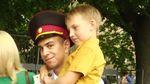 Як 7-літній малюк привітав свого героя-рятівника на випускному