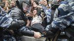 Митинги в России: школьника обвиняют в избиении полицейского