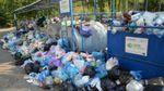 Из Львова начинают вывозить мусор