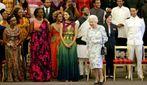 Королева Великобритании удивила всех нежным платьем