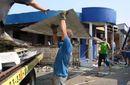 На Трухановом острове демонтируют незаконные МАФы