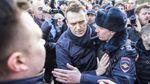 Поліція виламала двері в штаб Навального в Новосибірську, є затримані