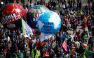 После масштабных протестов жители Гамбурга решили собственноручно убрать мусор
