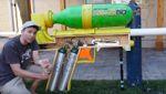 Бывший инженер NASA создал гигантский водяной пистолет: видео